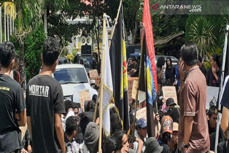 Mahasiswa UHO demo tolak pemberlakuan UKT Rp3 juta