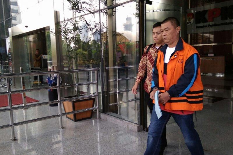 KPK perpanjang penahanan tiga tersangka pengadaan barang/jasa Talaud
