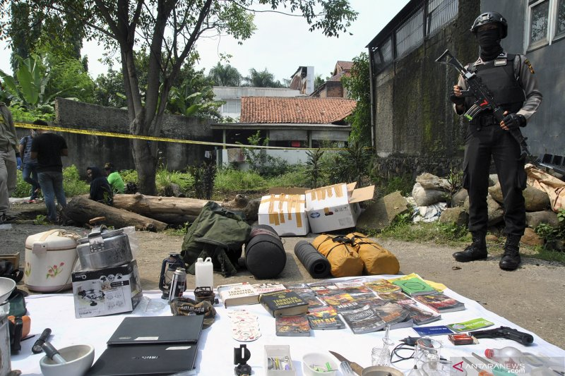 Lima orang terduga teroris anggota JAD Jabar diringkus Densus 88