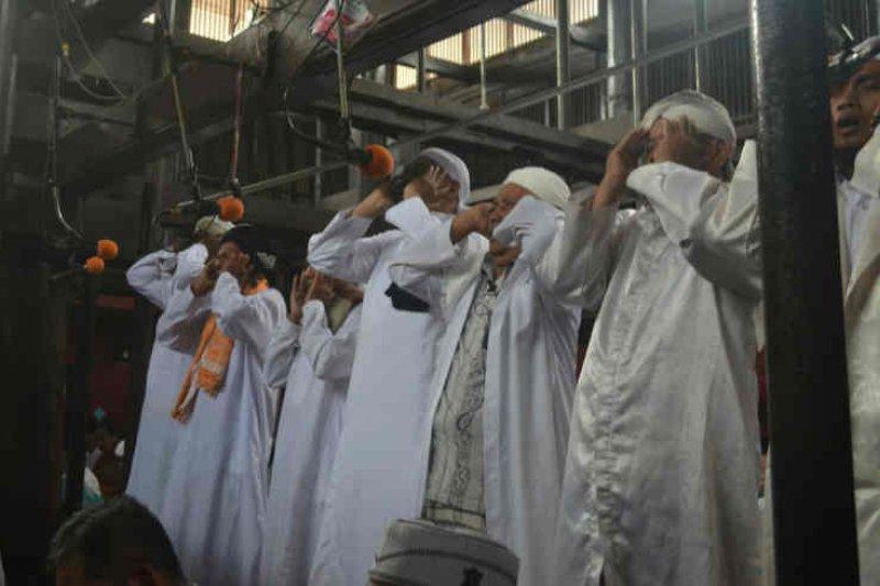 'Azan pitu' di Masjid Agung Sang Cipta Rasa Cirebon