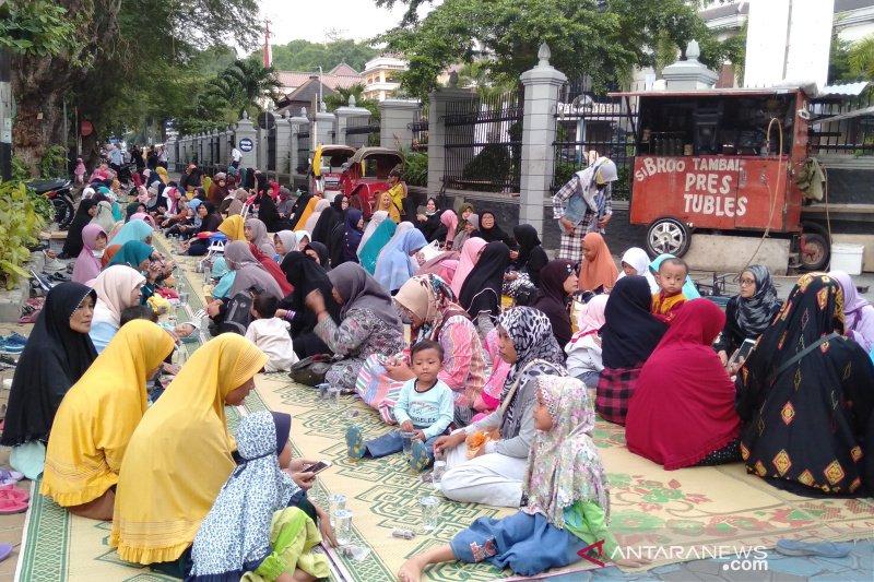 Relawan Prabowo-Sandi menuntut KPU jujur dan adil