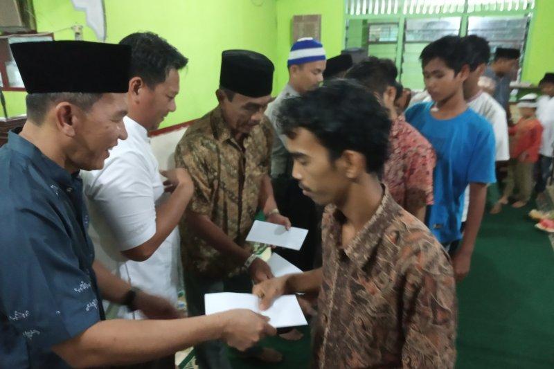 Mutiara Agam santuni 80 Anak Yatim