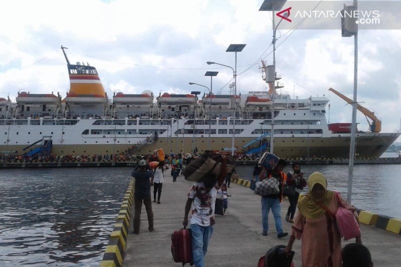 Pelni Akan Karantina Km Dorolonda 19 Petugas Kapal Terindikasi Corona Antara News