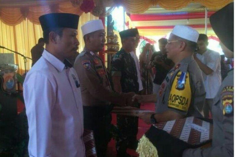 Kapolda Sulbar beri penghargaan kepada TNI, Polri dan Ormas