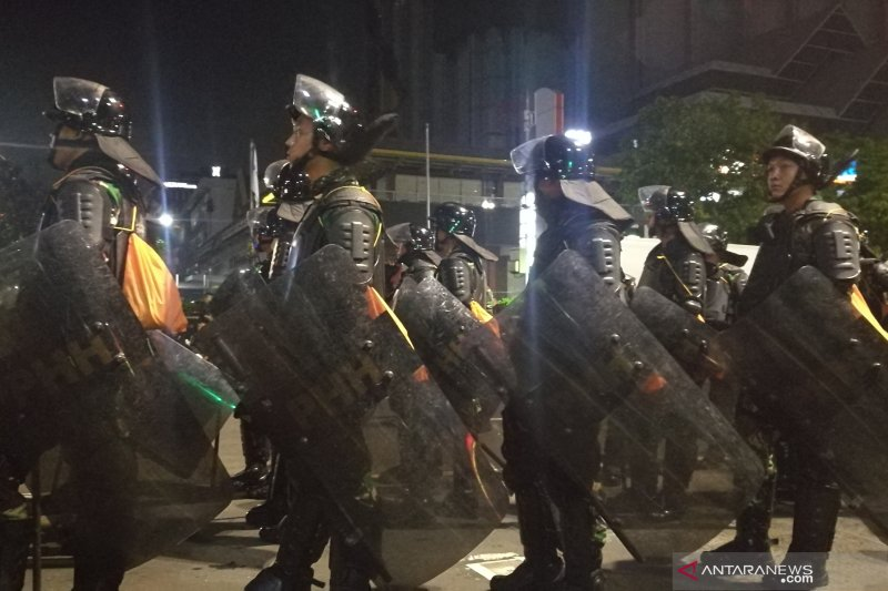 Lima peleton TNI dari Kodam Jaya tiba di Gedung Bawaslu
