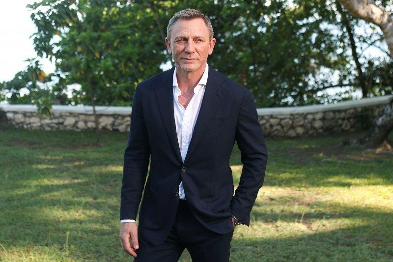 James Bond Daniel Craig operasi pergelangan kaki