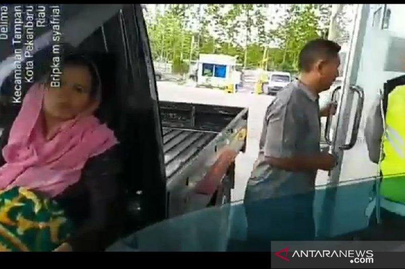 Polantas bantu ibu hamil terjebak kemacetan