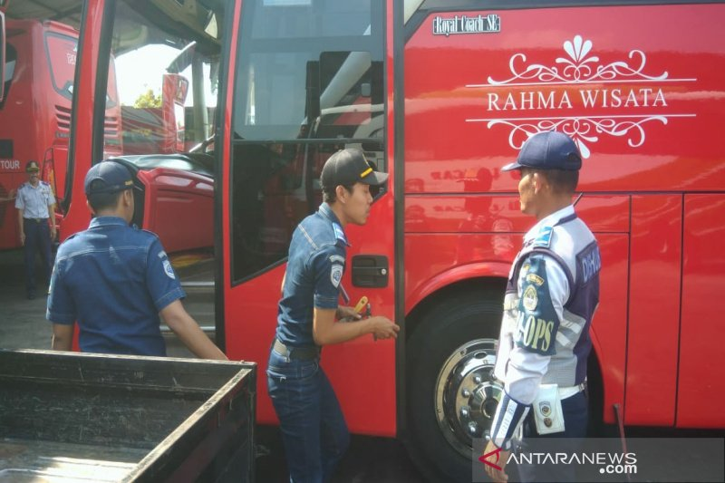 Dishub Gunung Kidul uji kelaikan armada bus Lebaran 2019