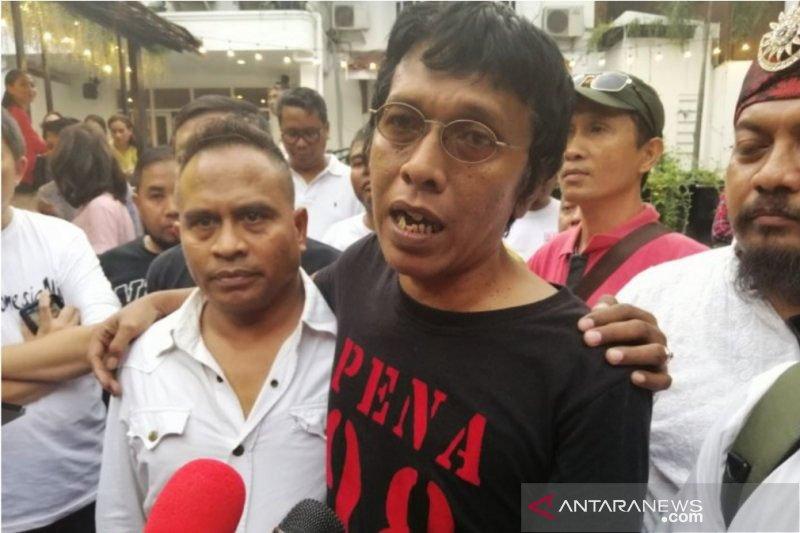 Aktivis 98 doakan Adian Napitupulu segera sembuh dan berhenti merokok