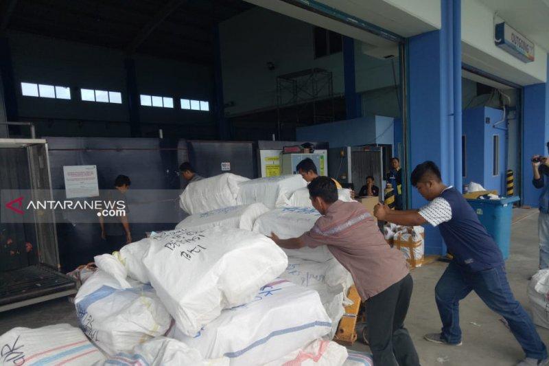 Pengiriman pempek Palembang lewat kargo bandara menurun