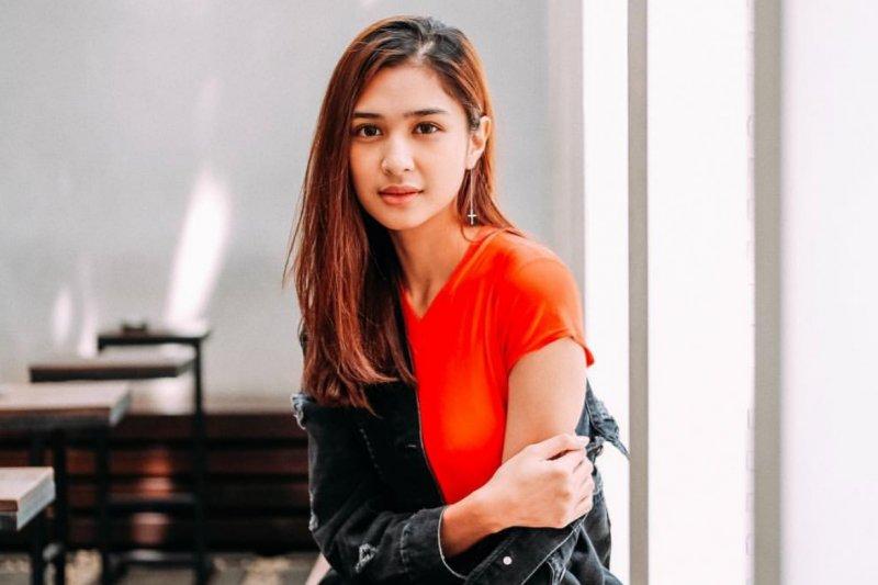 Mikha Tambayong diterima di Universitas Harvard AS