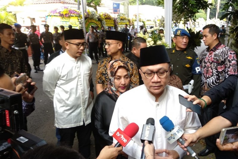 Ketua MPR Zulkifli Hasan dan sejumlah tokoh melayat mendiang Ani Yudhoyono