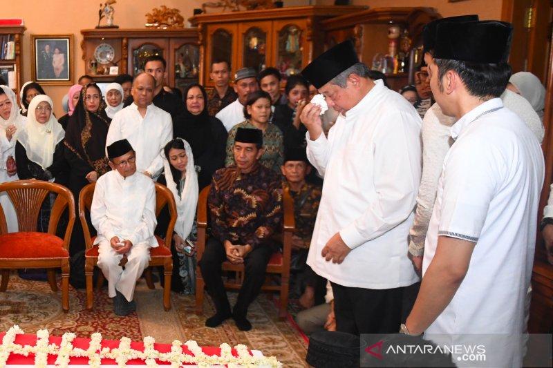 SBY: Ibu Ani itu pasrah tapi tak pernah menyerah