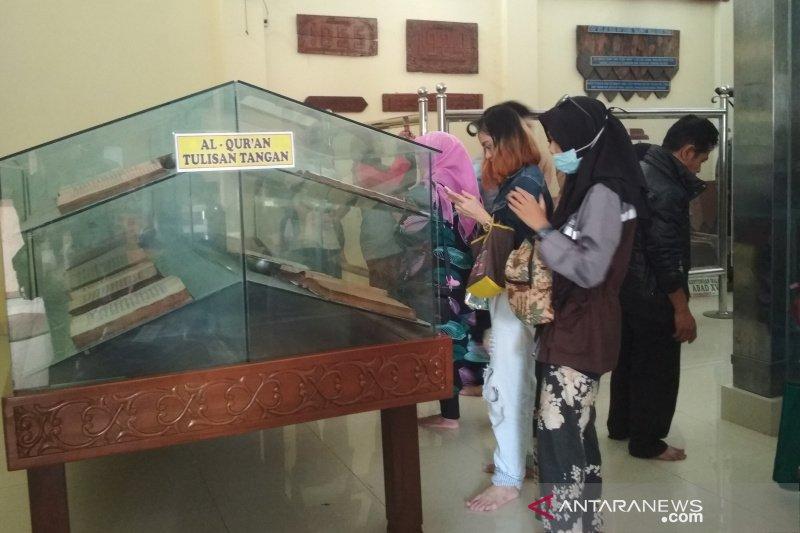 Sembari beristirahat, pemudik kunjungi Museum Masjid Agung Demak