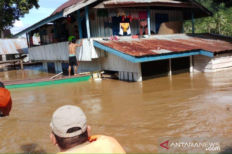 Basarnas evakuasi puluhan KK korban banjir Konawe Utara