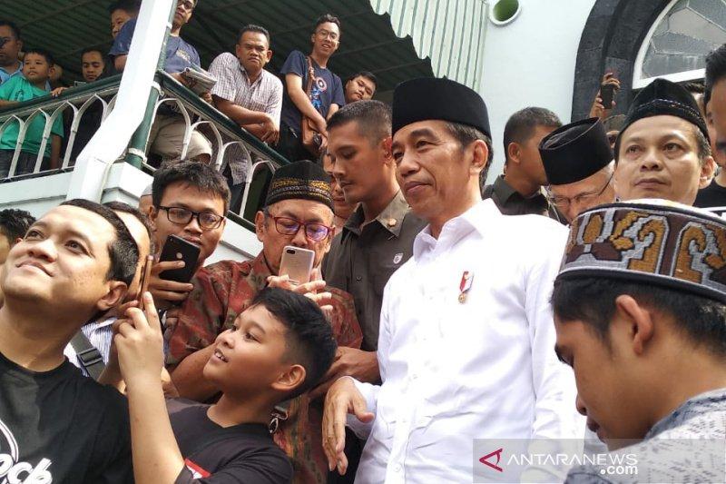 Presiden Jokowi Shalat Jumat di masjid peninggalan Bung Karno di Yogyakarta