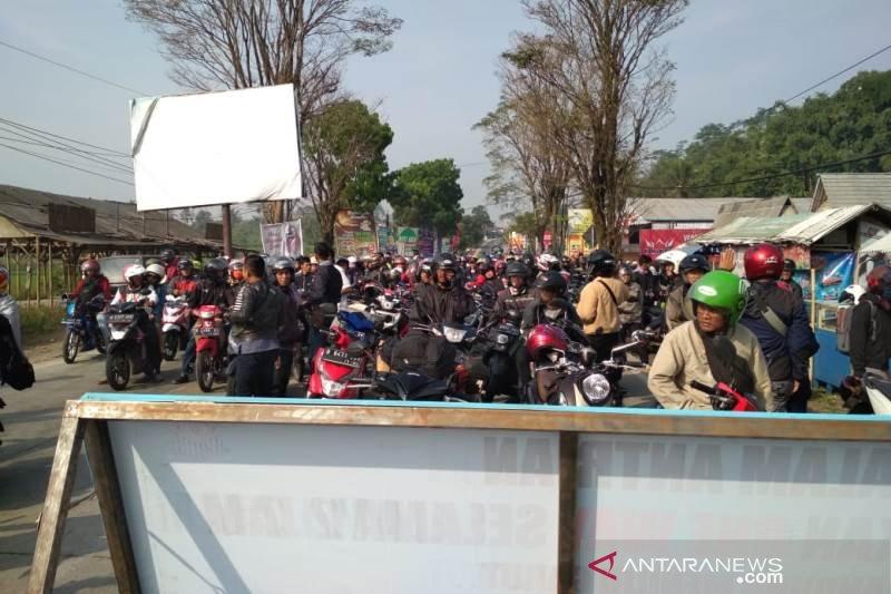 Polisi berlakukan satu arah mengurai kemacetan di Garut
