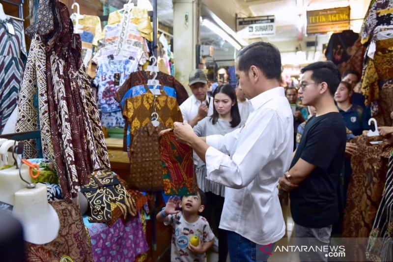 Presiden ajak keluarga belanja batik di Pasar Beringharjo Yogyakarta