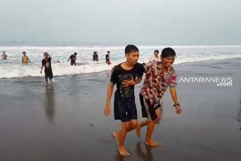 Badan Penyelamat Wisata Sukabumi  selamatkan belasan wisatawan tenggelam