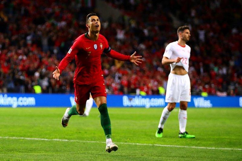 Cristiano Ronaldo incar trofi keduanya bersama Portugal