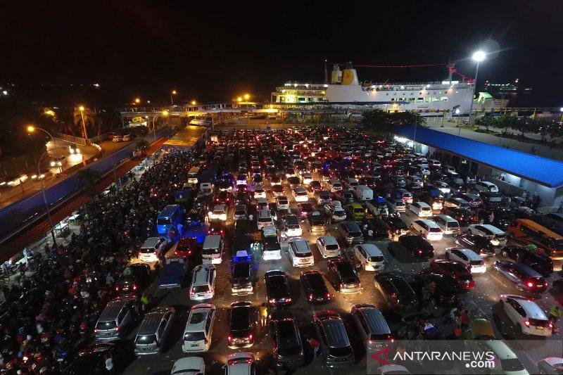 Pada H+3, sebanyak 165.260 pemudik kembali ke Pulau Jawa