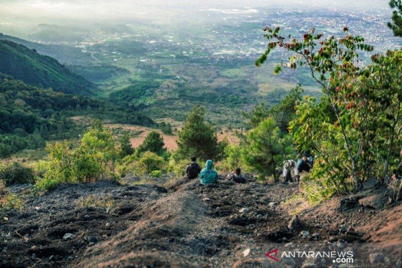 Gunung Guntur ramai wisatawan pendaki