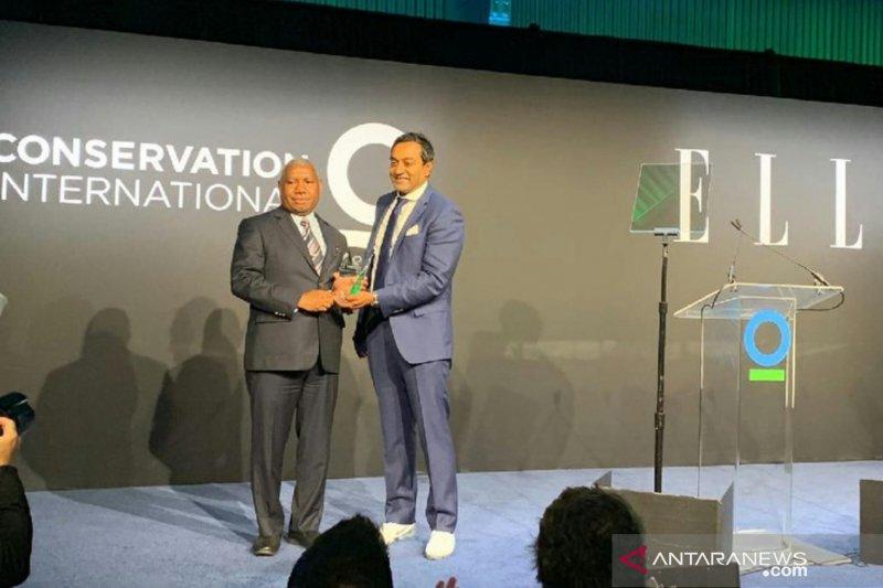Gubernur Papua Barat menerima penghargaan lingkungan dari CI di AS