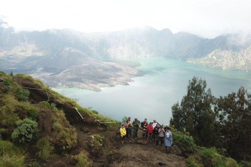 Para pendaki  hatus patuhi protokol  kesehatan  saat Rinjani dibuka