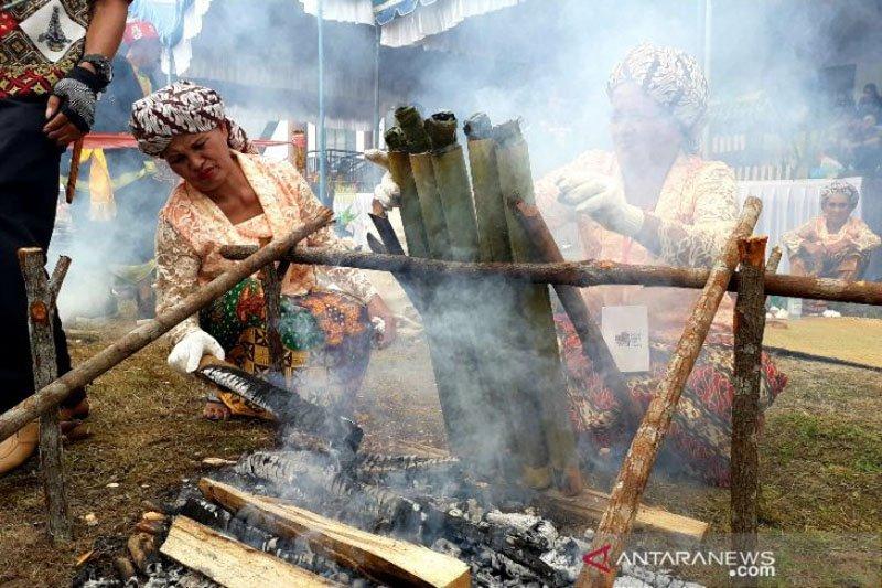 Melestarikan tradisi malamang melalui festival budaya