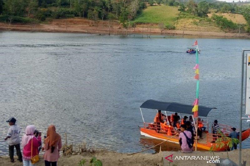 Belum penuhi standar keamanan, perahu wisata di Bendungan Logung dilarang beroperasi