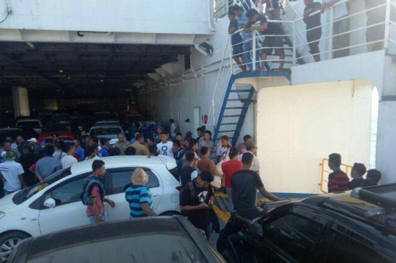 Mobil Avanza 'terjun' ke perairan laut Sunda dari kapal feri