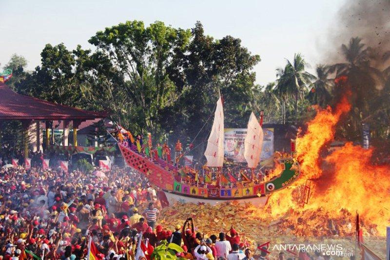 Semarak Bakar Tongkang di Bagansiapiapi