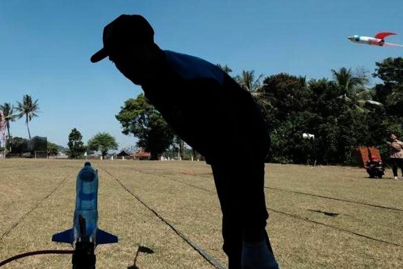 Ratusan peajar SMP/SMA ikuti kompetisi roket air yang diselenggarakan Kemristekdikti
