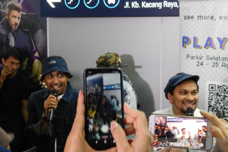 Glenn dan Tompi hibur pengguna MRT di kawasan Hotel Indonesia