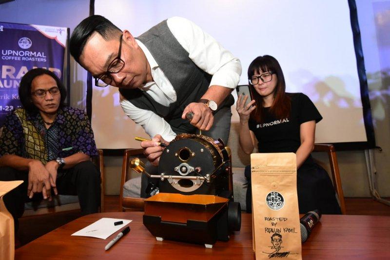 Berwisata kopi Parahyangan di warung upnormal