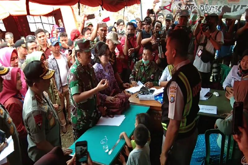 Panglima TNI dan Kapolri kunjungi pengungsi korban banjir Konawe Utara