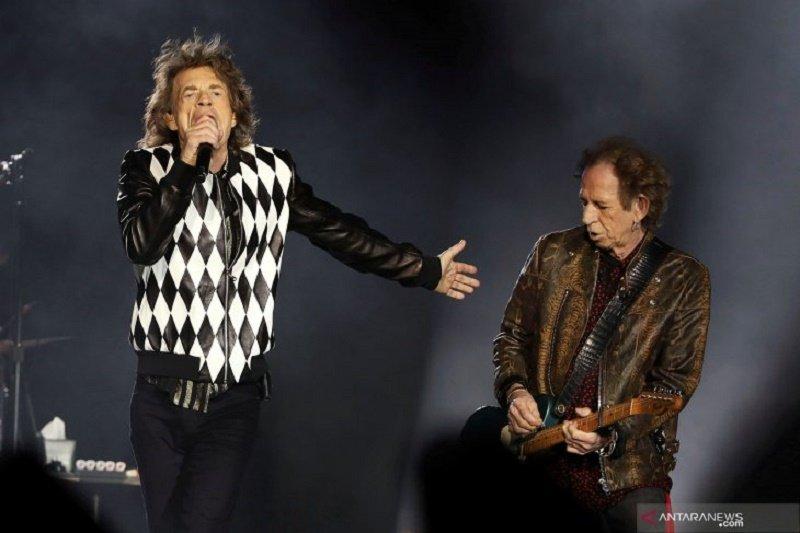 Mick Jagger kembali tampil di panggung setelah operasi jantung