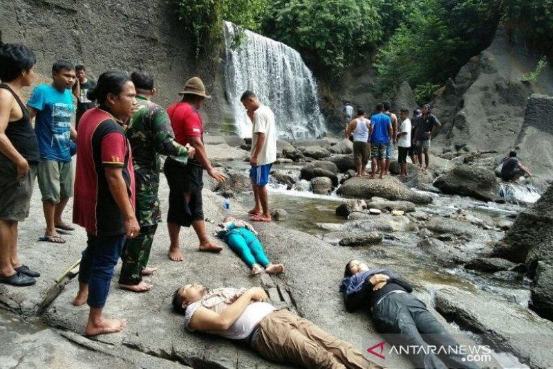 Tiga warga Medan tewas tertimpa longsoran batu air terjun