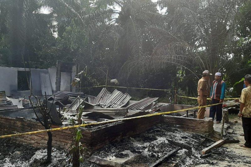Seorang anak bakar rumah orang tua karena adu mulut