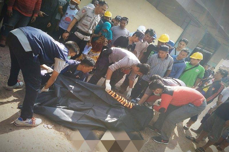 Pekerja di Sampit terlindas alat berat