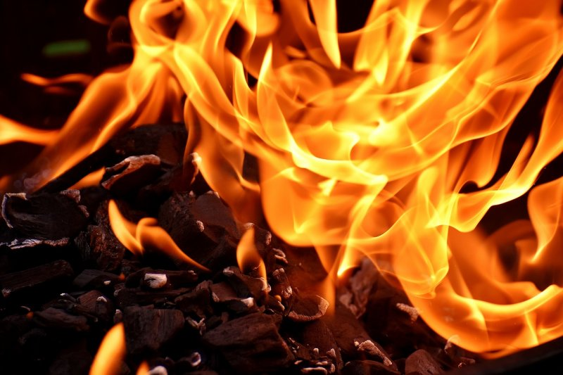 Seorang wanita mengancam bakar Balai Kota Jakarta