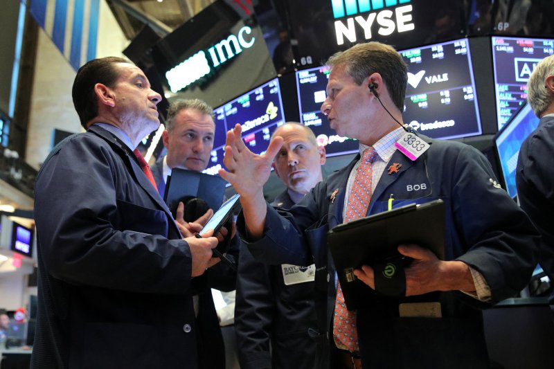 Wall Street bervariasi, investor tunggu kesaksian Powell
