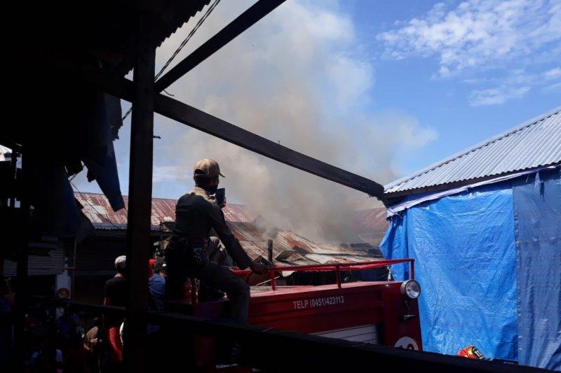 Pasar Tradisional Manonda Palu terbakar