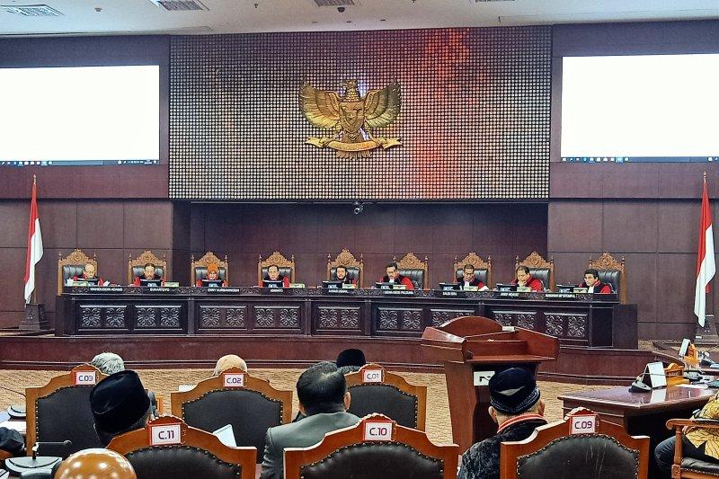 Mahkamah Konstitusi  tolak seluruh permohonan Prabowo-Sandiaga
