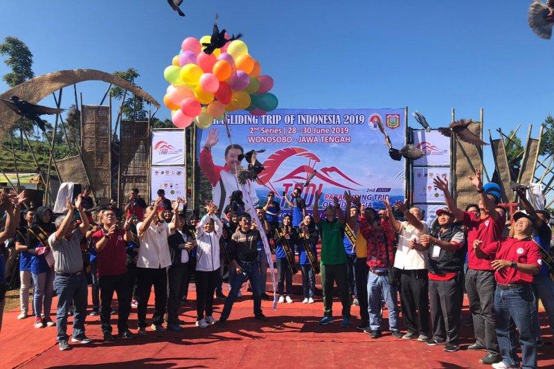 Wonosobo tuan rumah kejuaraan Paralayang TroI Seri II