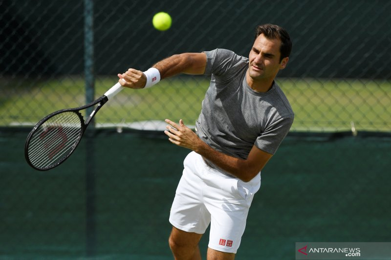 Clarke tanyai petenis senior untuk kalahkan Federer