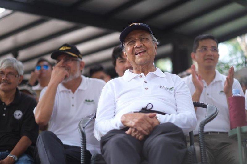 Mahathir  minta Carrie Lam mundur dari Kepala Eksekutif Hongkong