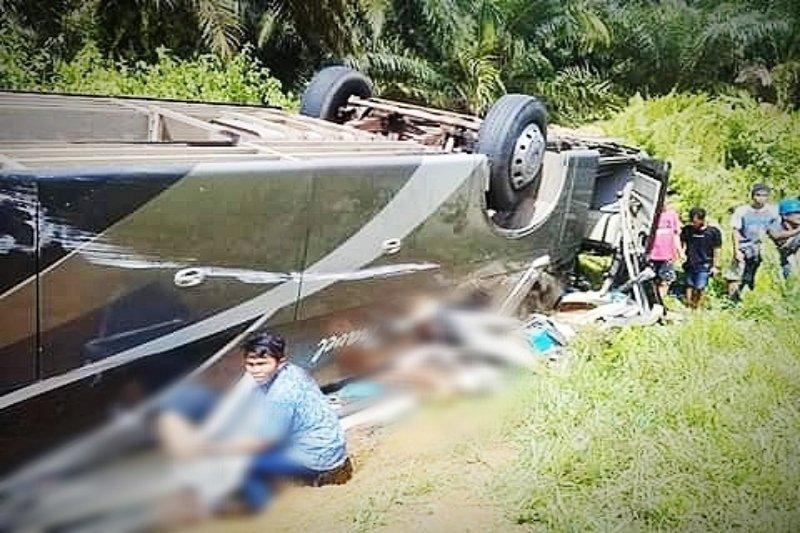 Bus sarat penumpang rute Pontianak-Sampit terbalik di Lamandau [VIDEO]