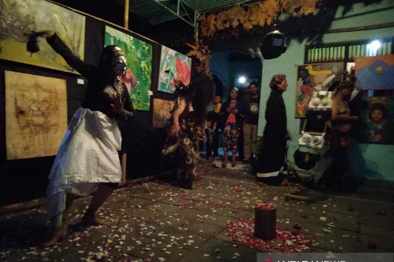 "Puluhan perupa muda pameran ""Lumbung Karya"" di Festival Lima Gunung"