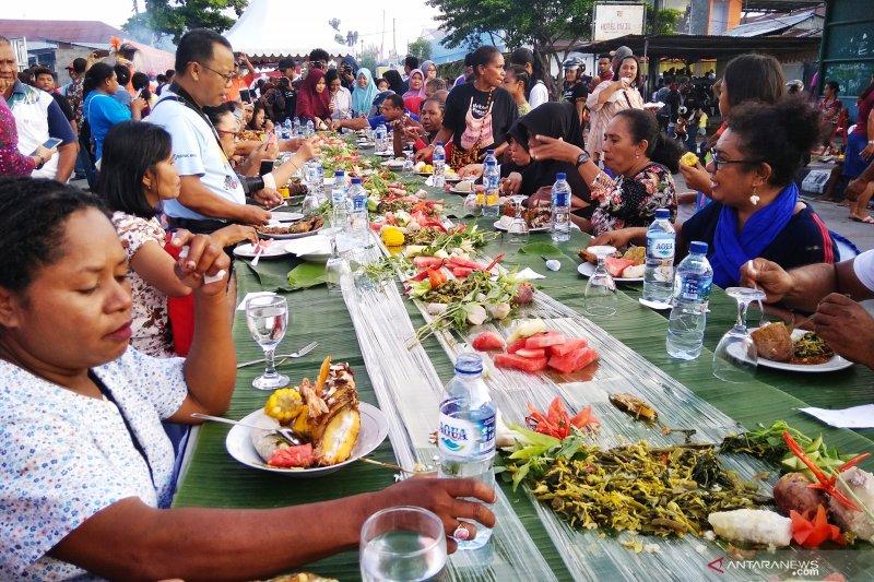 Pemerintah Biak  menyediakan 8 ton ikan untuk makan gratis di festival BMW